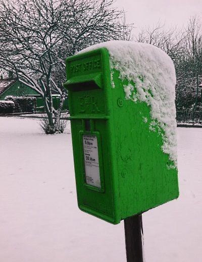 green-post-box-snow